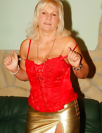 Cock gobbling granny slut
