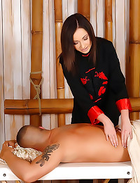 Masseuse gives a handjob