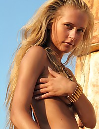 Bronzed Volna A's sexy nude pics.