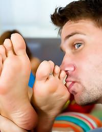 Cumshot on her sexy feet