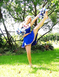 Cheerleader has a sexy pussy