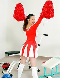 Cheerleader penetrates her pu...