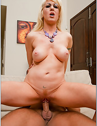 Mature Blond Cougar Sindi Star
