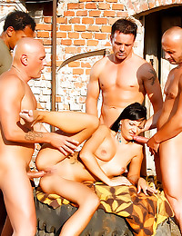 Guys gangbang a hottie outdoo...