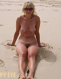 Amateurs esposing at beach