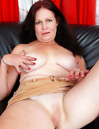Shaved mature and her fingers