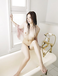 Sultry Japanese Babe Exposes Her Pussy