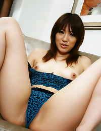 Japanese babe tease with hair...
