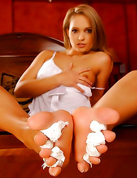 Girl likes to lick toes