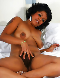 Curvy Latina has hairy cunt s...
