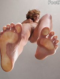 When life gives you lemons, use them to seduce your neighbor. Evelyn's neighbor Dane wants to rub some lemon juice all over her feet, and she's horny enough to let him try it. She surrenders her size 8s to his mouth before spreading her legs