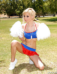 Blonde cheerleader gets down ...
