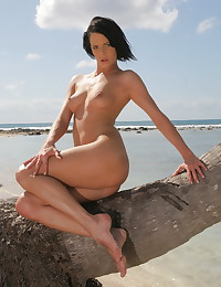 Liz Valery strips and shows off her smoking-hot body today.