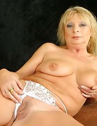 Leggy Blond Milf Gets Eaten Out