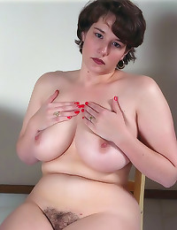 Great titties on natural amat...