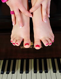 Taylor Lain plays some piano and then plays with her wet pussy