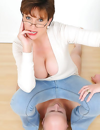 Facesitting milf in jeans