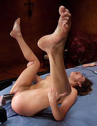 Horny Babe Pleasured By Sex M...
