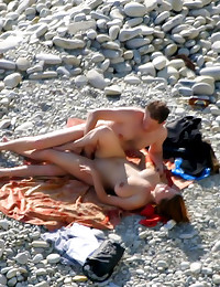 Voyeur fun with beach couple