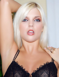 Hot blonde models her lingeri...