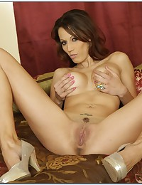Layla The Hot Brunnete Milf