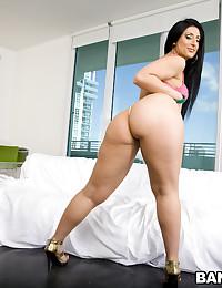 Parading her ass