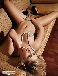 The blonde is glamorous and gorgeous and has a splendid pussy to show