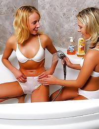 Blonde lesbian sex in bathtub