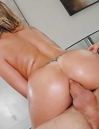 Horny Blonde Goddess Gets Anal Pumped