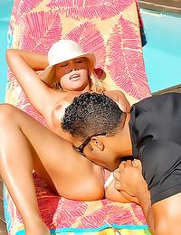 Curvy bikini babe outdoor ana...