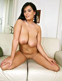 Busty Robust Jasmine Black