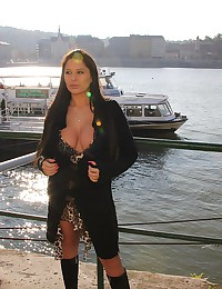 Huge bouncy tits of young girl
