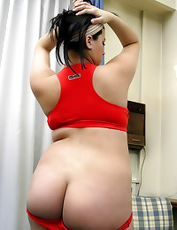 Curvy pregnant chick shows cu...