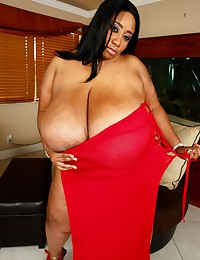 BBW Beauty Flaunts Her Extra Curves