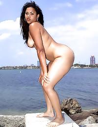 Big ass Latina teases outdoor...