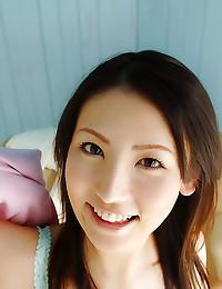 Gorgeous Japanese girl upskir...
