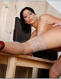 Gorgeous milf in tasty sex scene