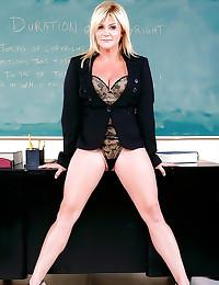 Curvy teacher laid in her cla...