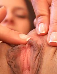 Isabella's Strong Clit Orgasm Close Up! Isabella