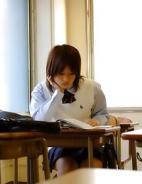 Upskirt with Japanese teen