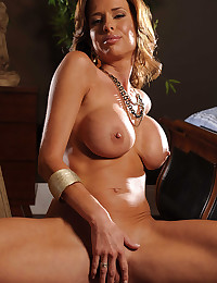 Seductive Cougar Veronica Bends Over