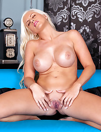 Chloe Dee will make you salivate uncontrollably today.