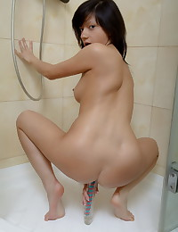 Hot gal fucks her pussy with a dildo in the shower