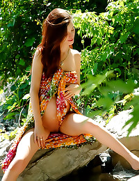 Erotic outdoor nudes with preggo