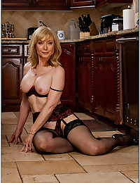 Blonde milf pornstar in lingerie