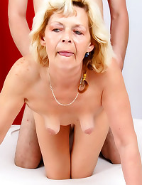 Mature cunt fucked in the vag...