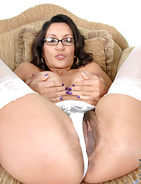 Daring Milf Spreads Her Hairy Pussy