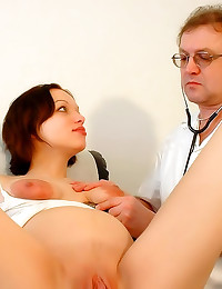 Pregnant girl doctor exam