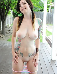 The sexy ink on Ivy Snow is a wonderful thing to admire outdoors