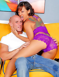 Young tattooed babe is huge squirter